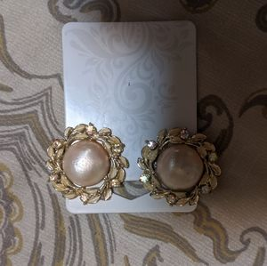 5/$15 Vintage 50s/60s large pearl clip on earrings